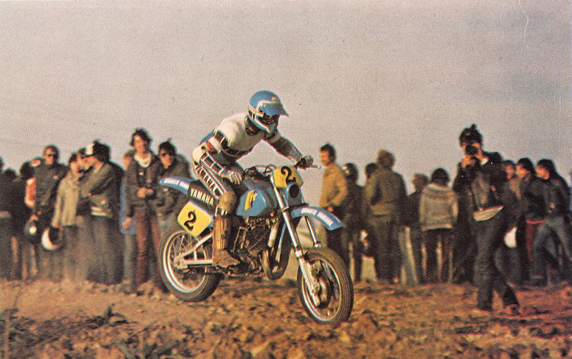 Le-premier-supermotard,-en-1981,-vit-la-victoire-de-Serge-Bacou,-suivi-par-son-patron,-Jean-Claude-Olivier-(n°2)