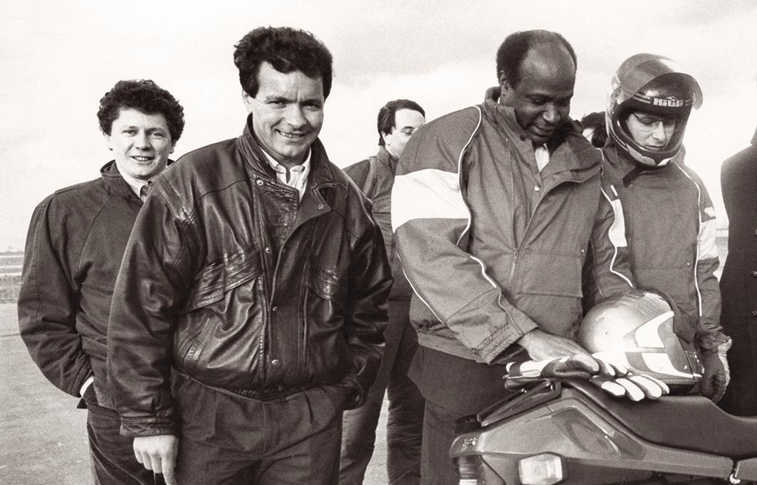 1990,-le-ministre-des-Sports-Roger-Bambuck-en-déplacement-à-Corole-accompagné-d\'Alex-Vieira-(à-gauche)-et-de-Jacques-Bolle